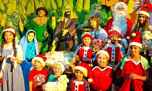 The_Wizard_of_Oz_Christmas_Walk1